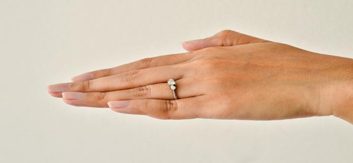 Δαχτυλίδι-μονόπετρο-αρραβώνων